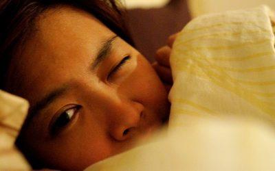 El 'efecto de primera noche'  'Dormir con un ojo abierto'