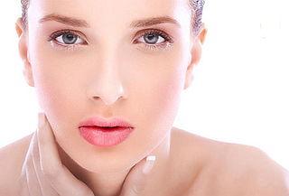 Combinación de IPL ( luz pulsada intensa) y HIFU (Ultrasonido Focusado Focusado de Alta Intensidad) para el tratamiento del rostro envejecido.
