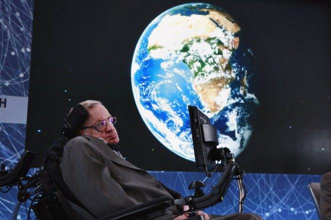 Hawking 'dispara' a las estrellas para buscar vida extraterrestre