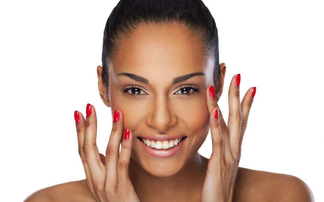 La técnica de puntos bioestéticos (PBE)inyectable de ácido hialurónico (AH) para tratar la cara y el cuello.